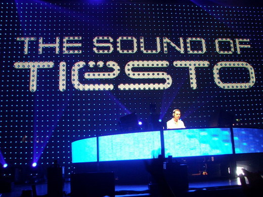 DJ Tiesto with club life show